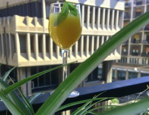 Estratto di ananas con menta, zenzero e lime