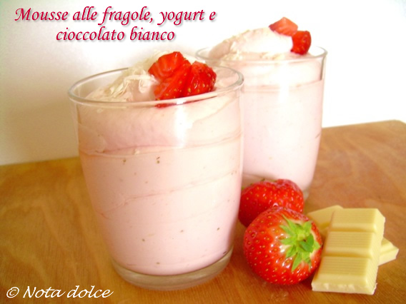 Mousse fragole yogurt e cioccolato bianco, ricetta dolce