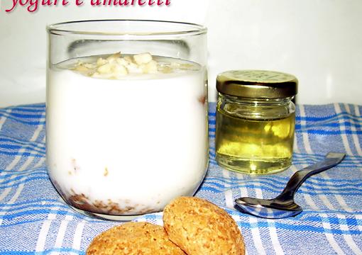 Dessert semplice yogurt e amaretti ricetta veloce