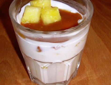 Yogurt con ananas e mou ricetta veloce