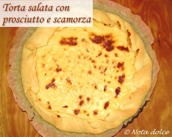 Torta salata con prosciutto e scamorza, ricetta gustosa