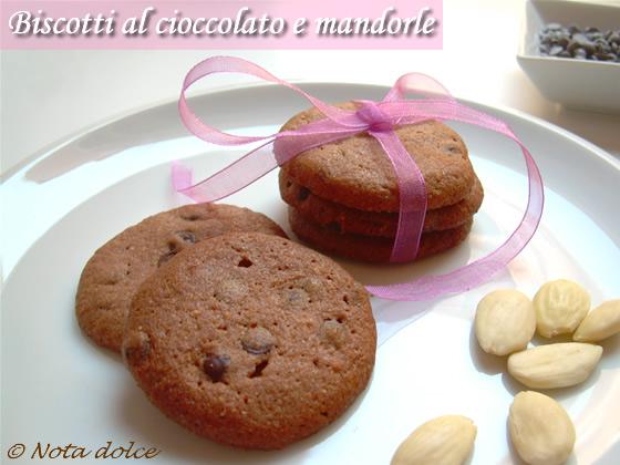 Biscotti al cioccolato e mandorle ricetta dolce