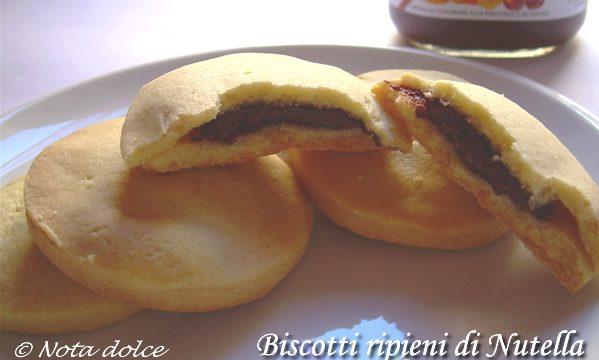 Biscotti ripieni di Nutella, ricetta golosa