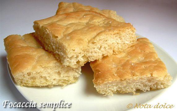 Focaccia semplice ricetta lievitato morbido