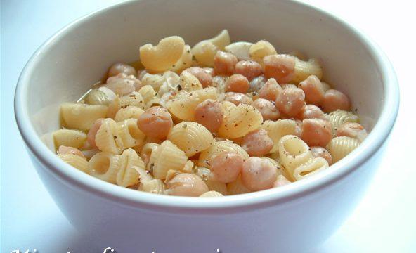 Minestra di pasta e ceci ricetta veloce
