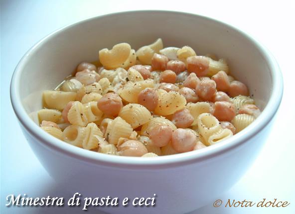 minestra di pasta e ceci ricetta vegetariana