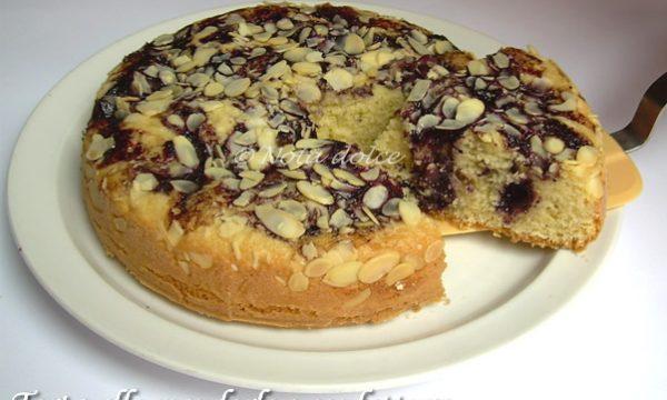 Torta alle mandorle e confettura ricetta dolce senza burro