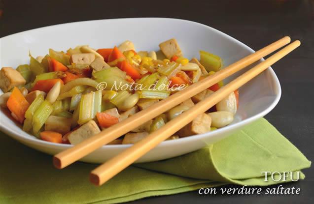 Tofu con verdure saltate, ricetta veloce