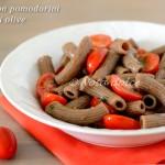 Pasta con pomodorini e patè di olive ricetta velocissima
