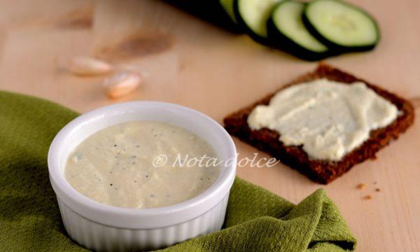 Salsa tzatziki vegana ricetta veloce e facile