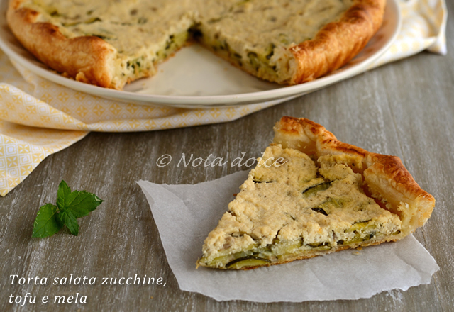 Torta salata zucchine, tofu e mela, ricetta