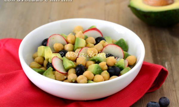 Insalata di ceci con avocado e mirtilli ricetta veloce