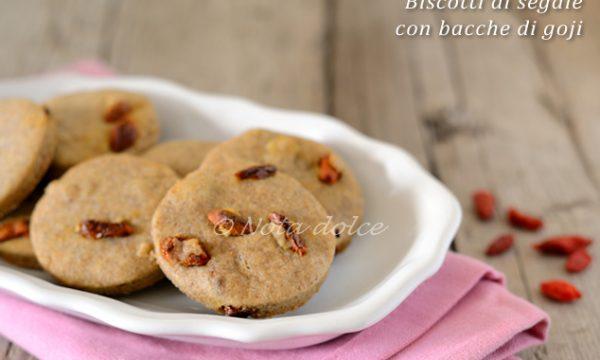 Biscotti di segale con bacche di goji ricetta vegana