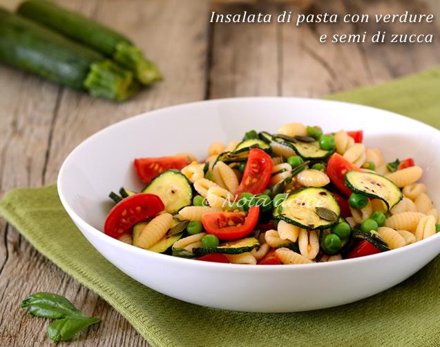 Insalata di pasta con verdure e semi di zucca ricetta facile