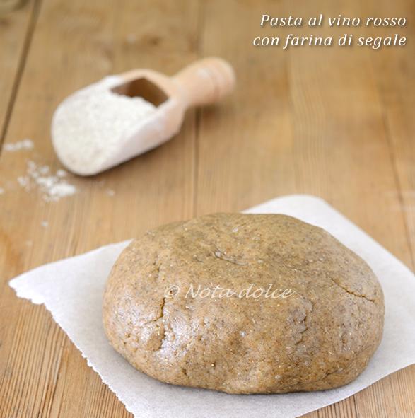 Pasta al vino rosso con farina di segale ricetta facile