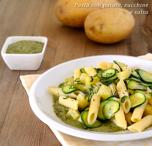 Pasta con patate, zucchine e salsa ricetta facile