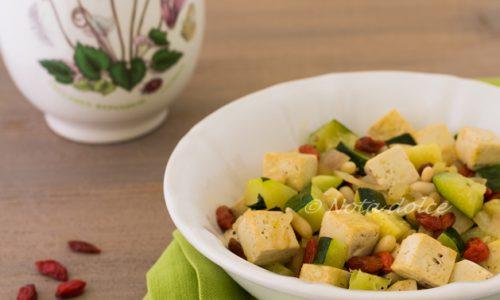 Tofu con zucchine e bacche di goji ricetta veloce