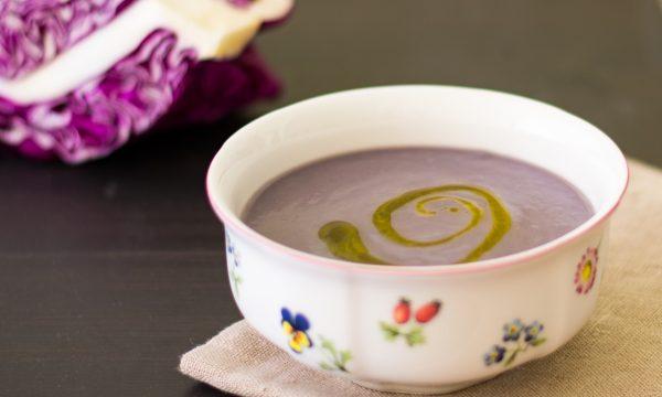 Vellutata di cavolo viola e patate ricetta facile