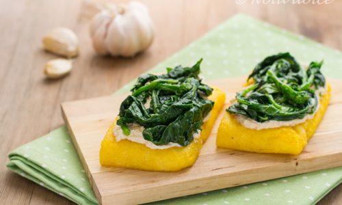 Crostoni di polenta con ricotta e cime di rapa ricetta facile