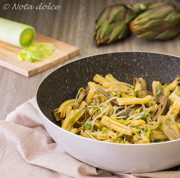 Pasta con carciofi e germogli di soia ricetta facile