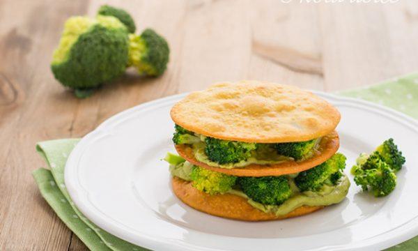 Millefoglie di ceci con broccoli e crema di avocado ricetta