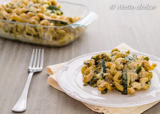 Pasta al forno con zucchine e pesto ricetta gustosa