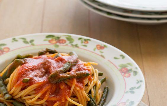 Spaghetti al pomodoro e fagiolini ricetta facile