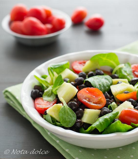 Insalata di ceci neri ricetta facile e fresca