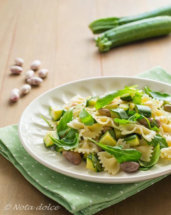 Insalata di pasta con borlotti e zucchine ricetta facile