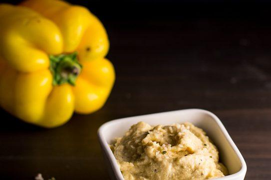 Formaggio spalmabile vegano ai semi di canapa e peperoni ricetta