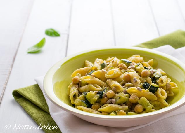 Pasta cremosa con zucchine e ceci ricetta gustosa
