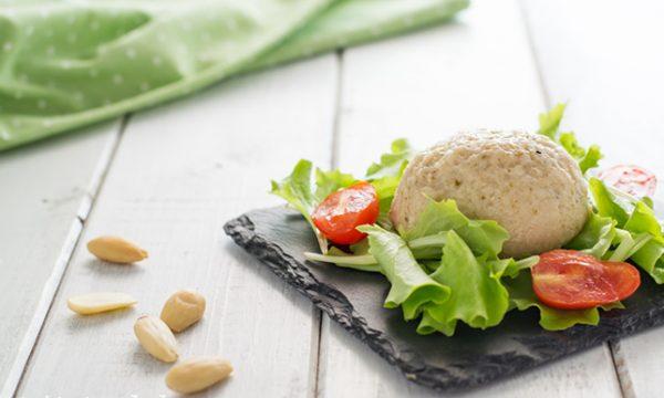 Mozzarella di mandorle saporita ricetta vegana