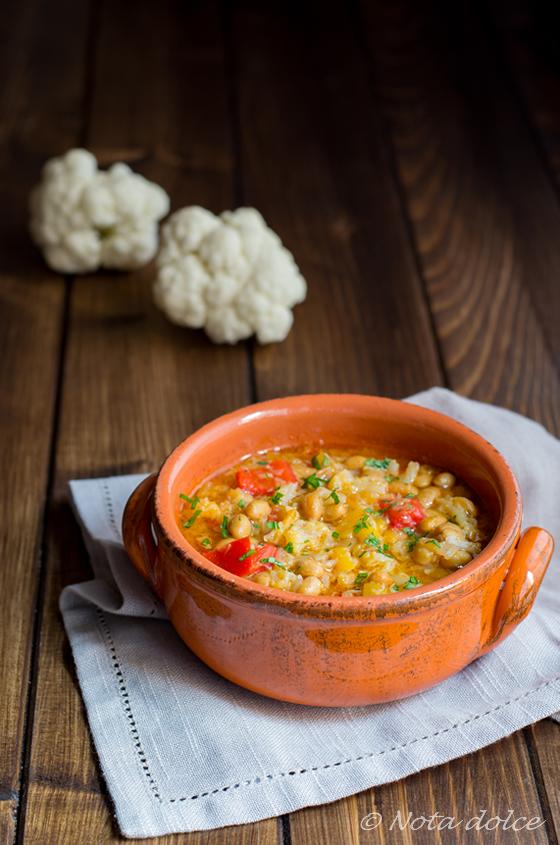 Zuppa di soia con cavolfiore e peperoni ricetta piccante