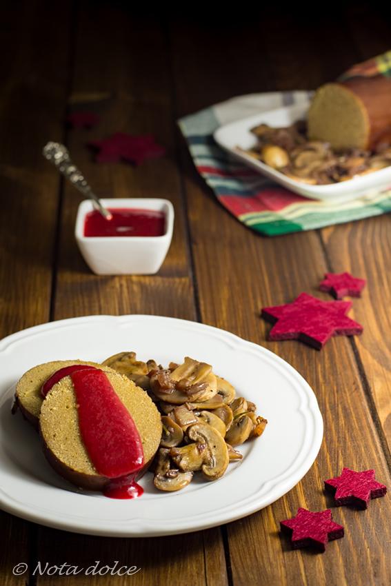Arrosto di seitan con funghi e salsa di lamponi ricetta gustosa