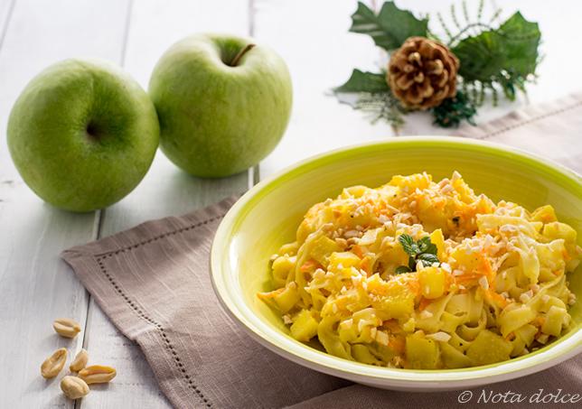 Fettuccine cremose con mele e arachidi ricetta facile