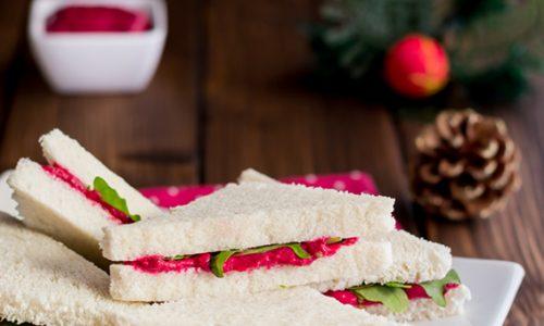 Mini sandwich con crema di barbabietole ricetta facile