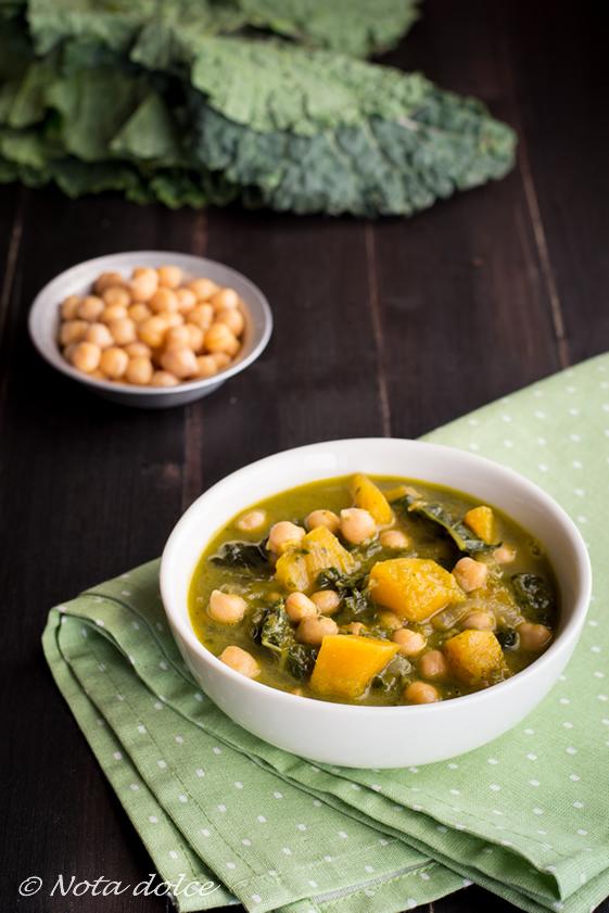 Zuppa con cavolo riccio, ceci e zucca ricetta facile