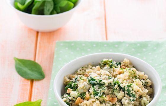 Quinoa con fave, spinaci e nocciole ricetta facile