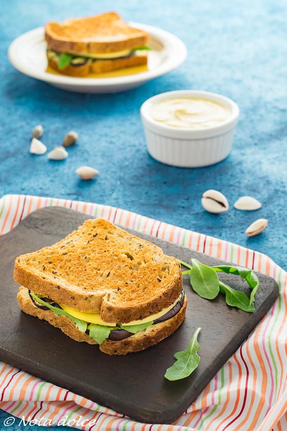 Sandwich con melanzane grigliate e crema di lenticchie ricetta gustosa