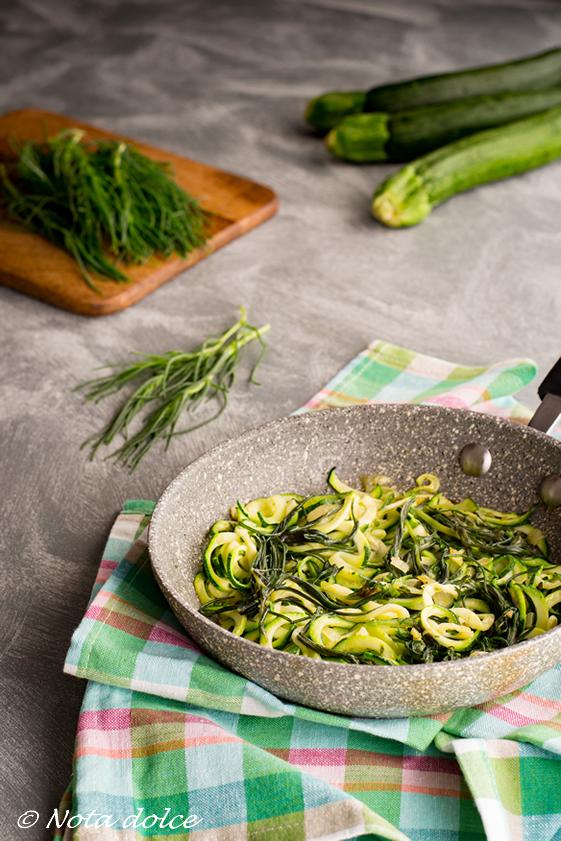 Spaghetti di zucchine con agretti ricetta veloce