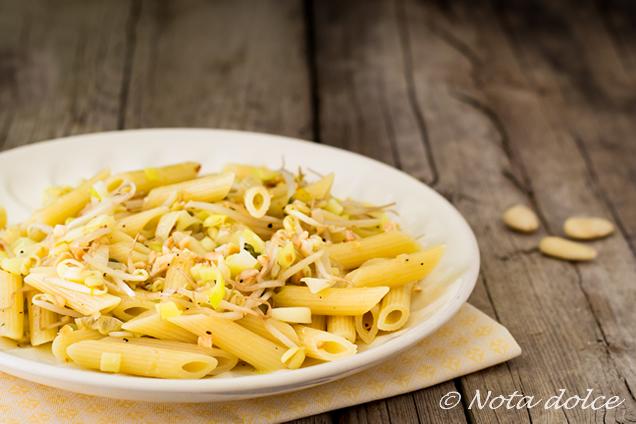 Pasta con germogli di soia e mandorle ricetta veloce