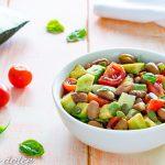 Insalata di avocado con fagioli e pomodorini ricetta facile