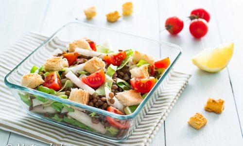Insalata di lenticchie e daikon con pomodorini e crostini ricetta