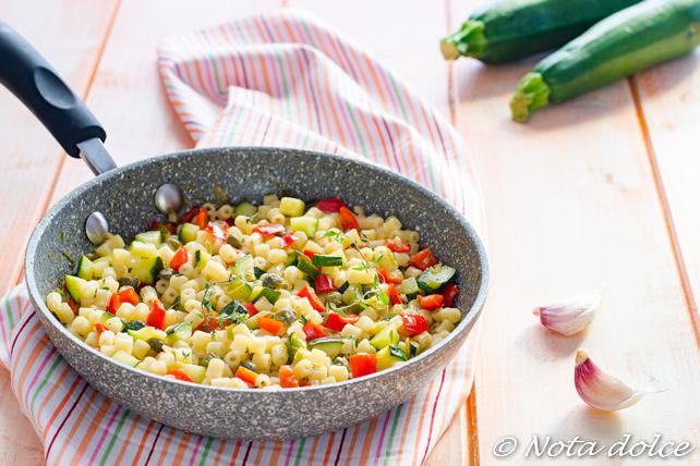 Pasta con zucchine e peperoni ricetta facile e veloce