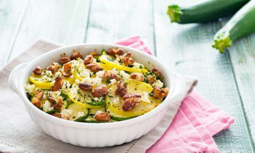 Patate e zucchine al forno con feta e fagioli ricetta gustosa