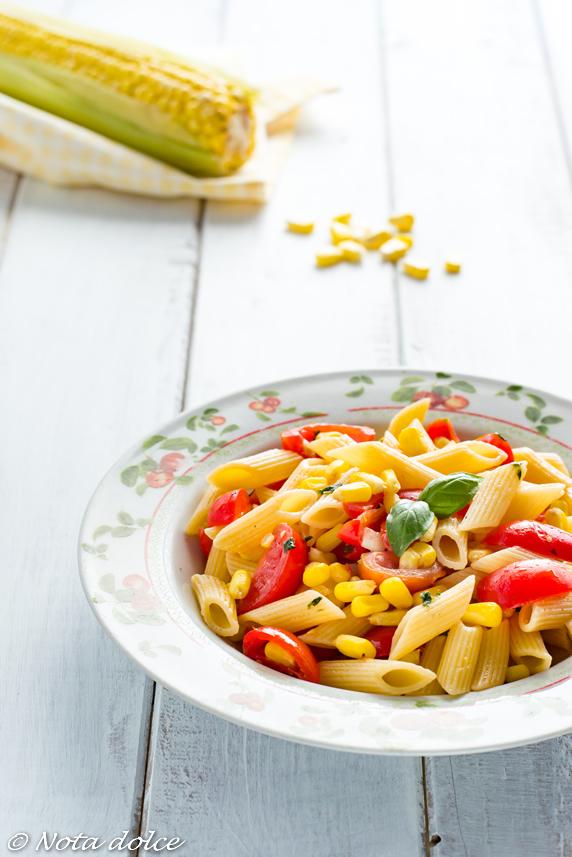 Mezze penne con mais e pomodori ricetta veloce