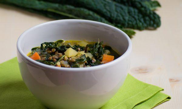 Zuppa di cavolo nero e lenticchie ricetta facile