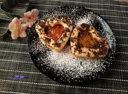 Biscotti a cuore con marmellata di arance