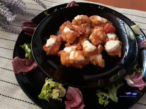 Scaloppine di pollo con pomodoro e mozzarella