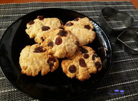 Biscotti di mais e uvetta